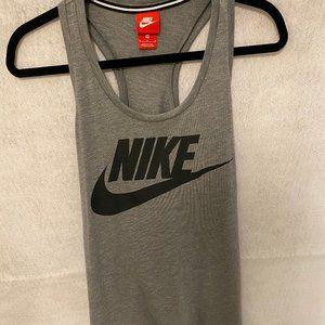 Nike_Women's Workout Tank_Size Medium